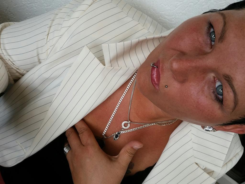 GeldLady zockt ab!: Ich saug Dich aus du Geldsklave!!!