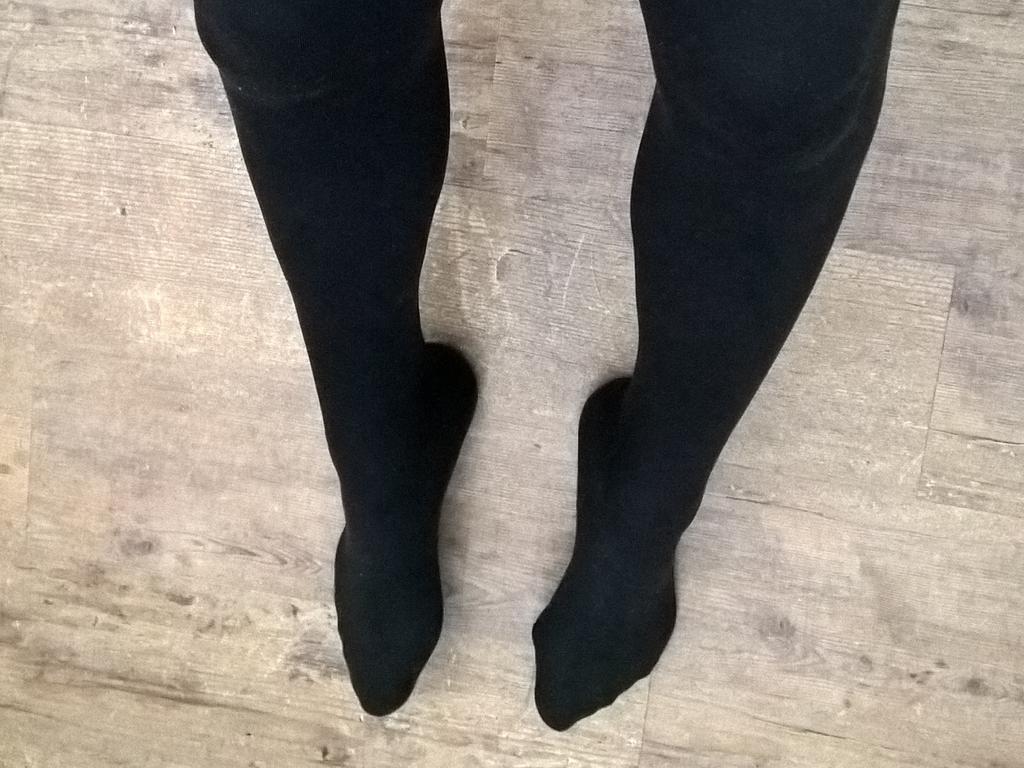 Lange Beine und nasse Muschi!